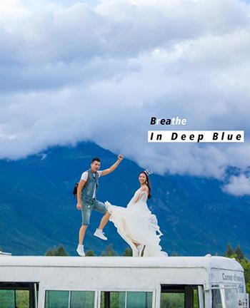感受湛藍天空的氣息,<br /> 在拍攝中盡情的秀恩愛。