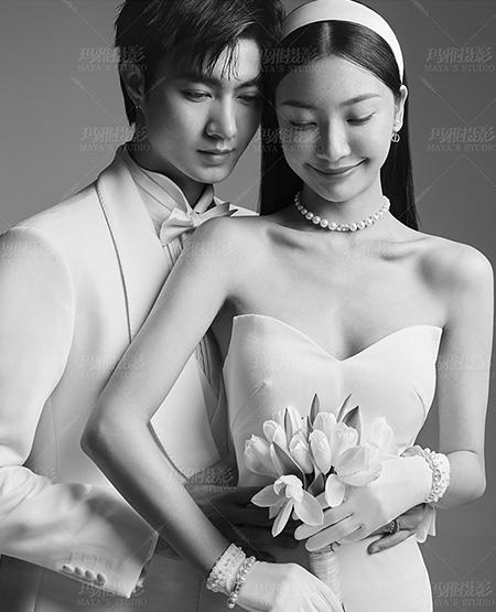 黑白质感婚纱照-玛雅婚纱摄影